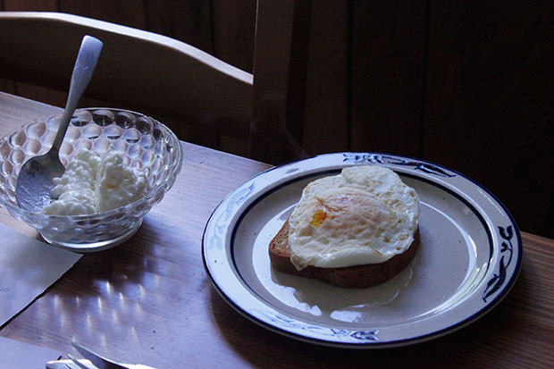 Fried egg and cottage cheese